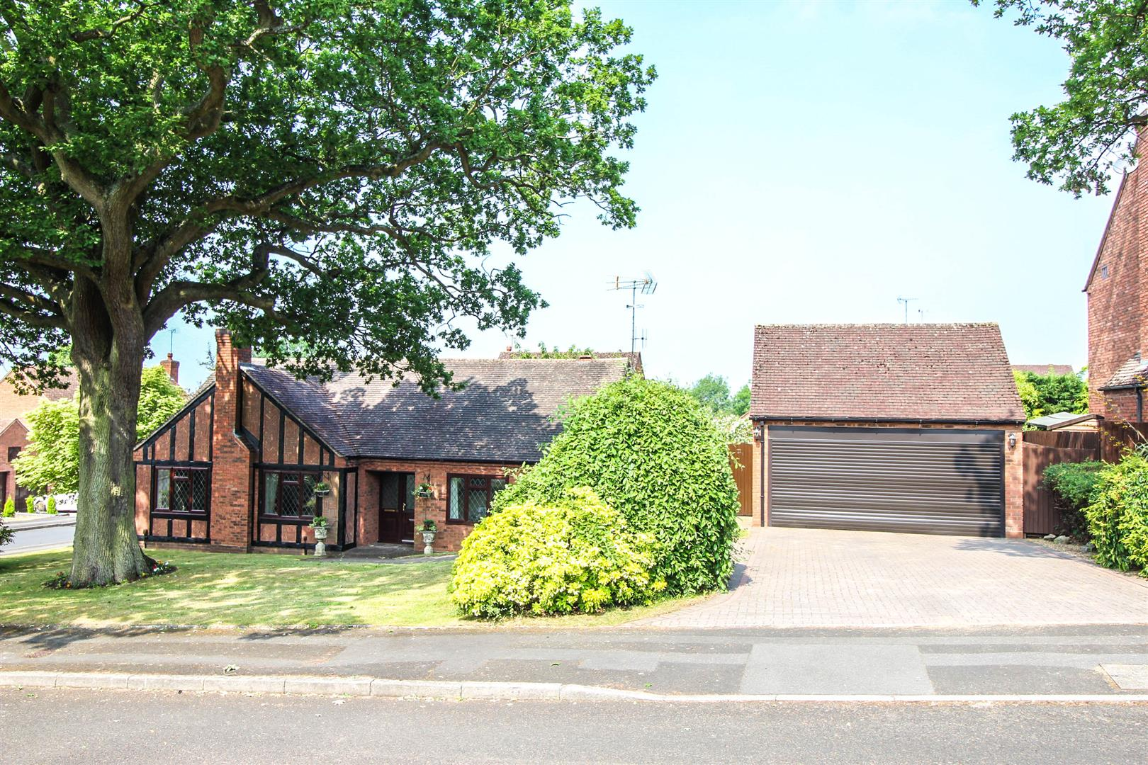 3 Bedrooms Property for sale in Chesterton Close, Redditch